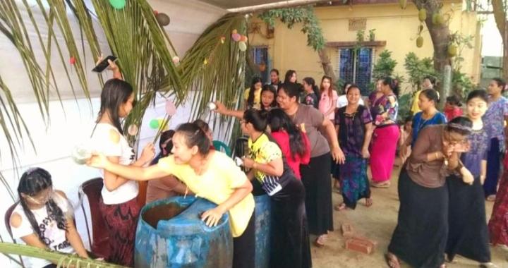 স্বাস্থ্যবিধি মেনে  কক্সবাজারে 'জলকেলি' উৎসব পালন